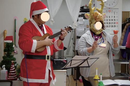 写真で見るみねまちの郷_クリスマス会演奏
